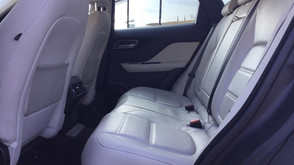 Jaguar F-PACE 2.0d Prestige 5dr AWD image 4
