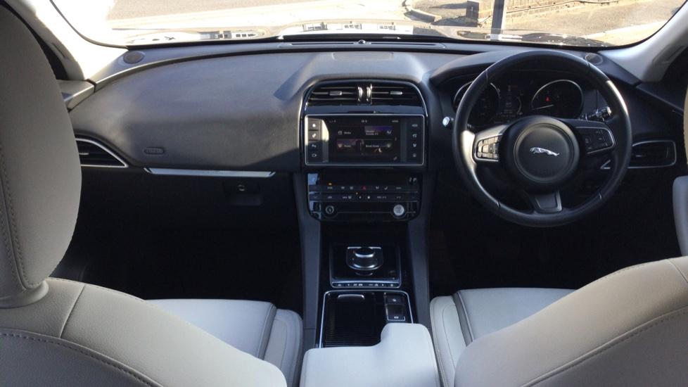 Jaguar F-PACE 2.0d Prestige 5dr AWD image 9