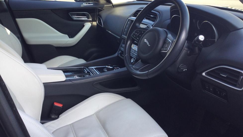 Jaguar F-PACE 2.0d Prestige 5dr AWD image 10