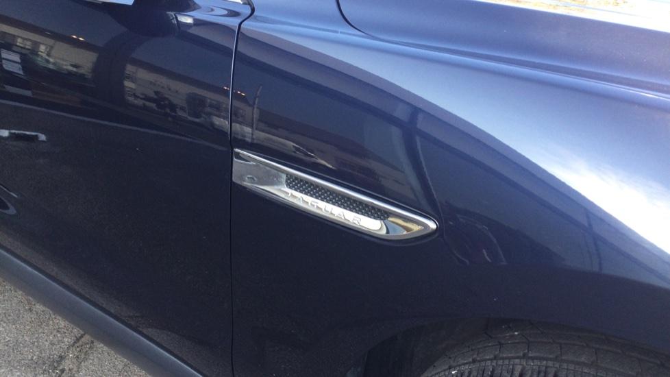Jaguar F-PACE 2.0d Prestige 5dr AWD image 15