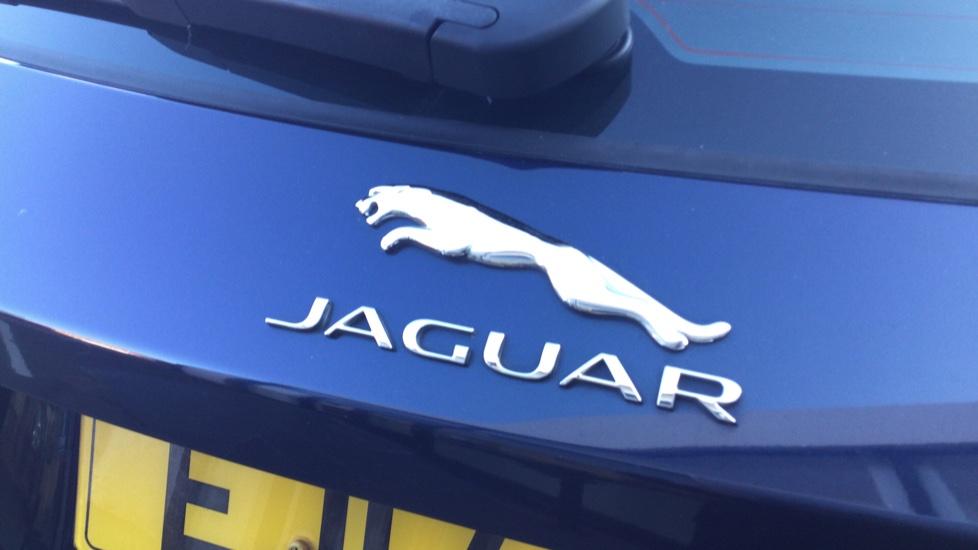 Jaguar F-PACE 2.0d Prestige 5dr AWD image 17