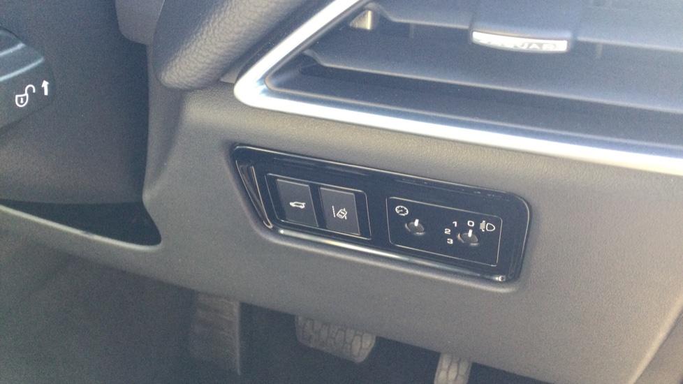 Jaguar F-PACE 2.0d Prestige 5dr AWD image 23