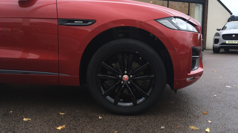 Jaguar F-PACE 2.0d R-Sport 5dr AWD Pan Roof, Black Pack, 20 inch Alloys image 8