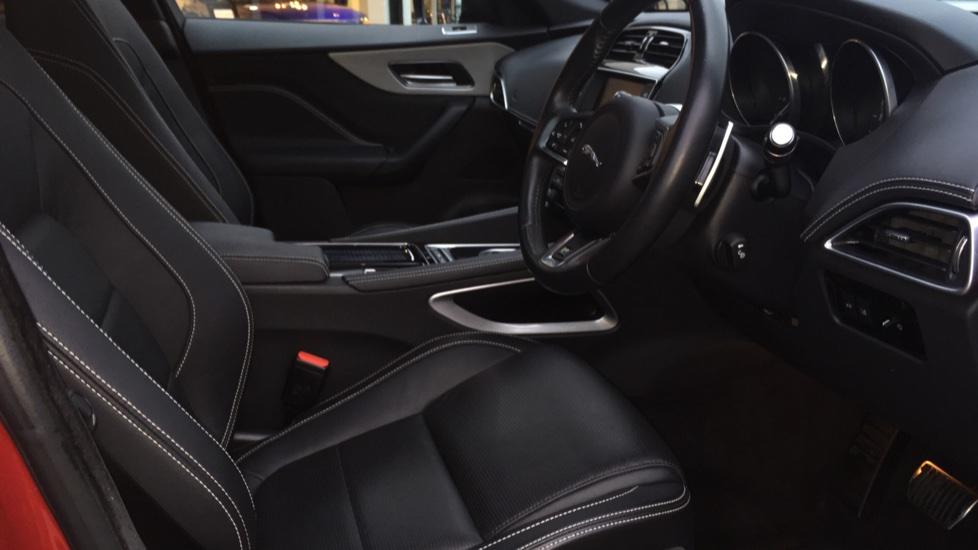 Jaguar F-PACE 2.0d R-Sport 5dr AWD Pan Roof, Black Pack, 20 inch Alloys image 17