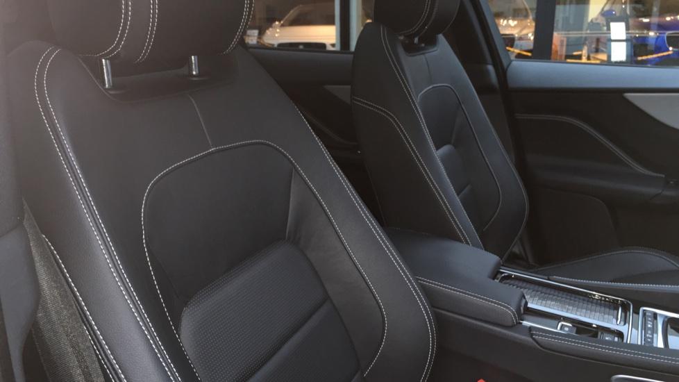 Jaguar F-PACE 2.0d R-Sport 5dr AWD Pan Roof, Black Pack, 20 inch Alloys image 18