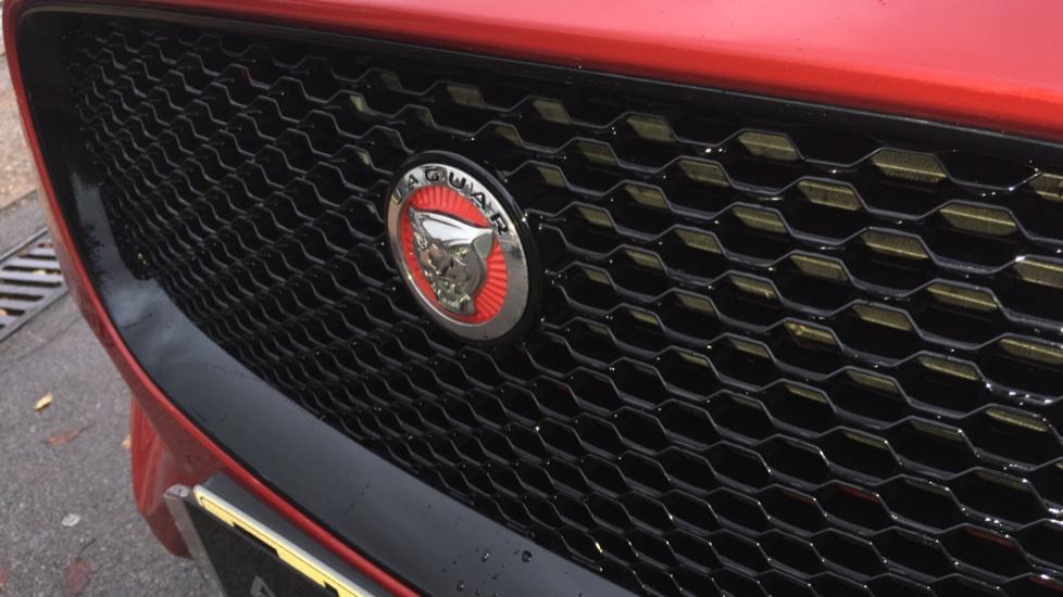 Jaguar F-PACE 2.0d R-Sport 5dr AWD Pan Roof, Black Pack, 20 inch Alloys image 21
