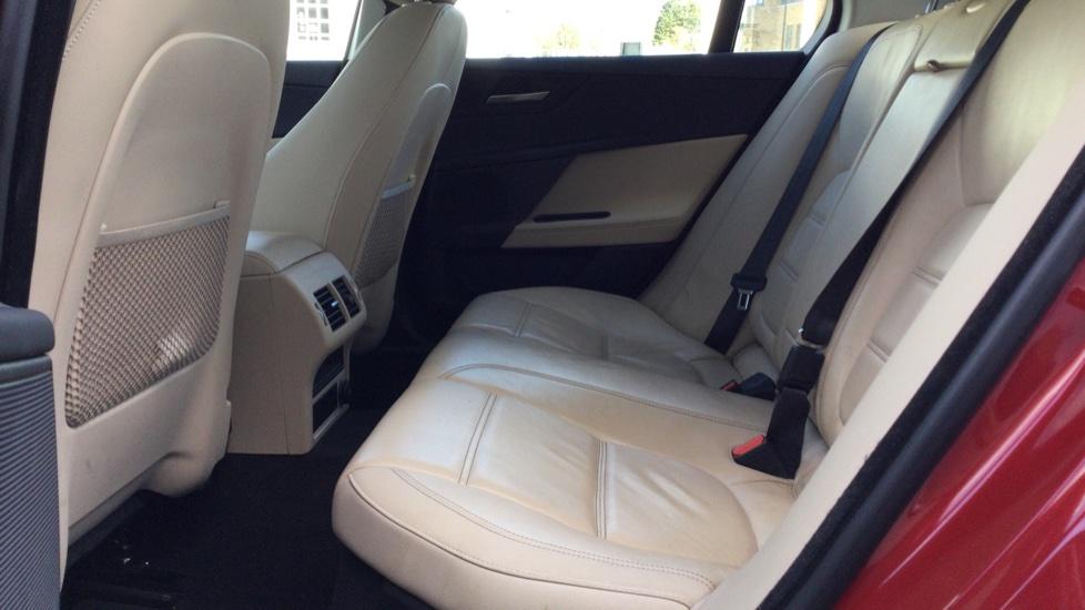 Jaguar XE 2.0d [180] Prestige image 4