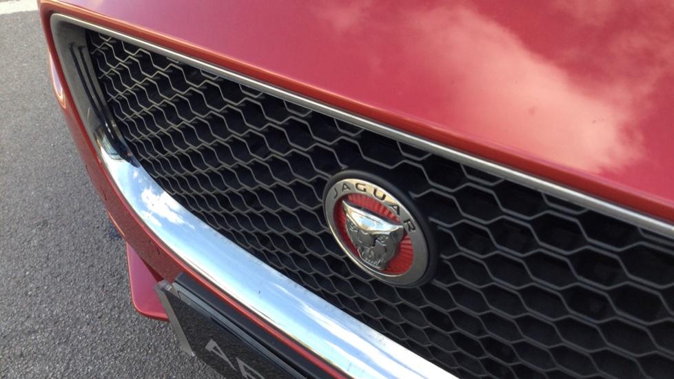 Jaguar XE 2.0d [180] Prestige image 14