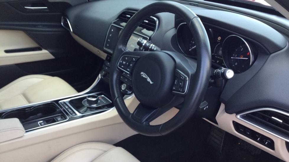Jaguar XE 2.0d [180] Prestige image 21
