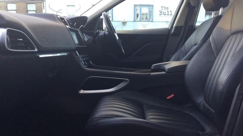 Jaguar F-PACE 2.0 Portfolio 5dr AWD image 3