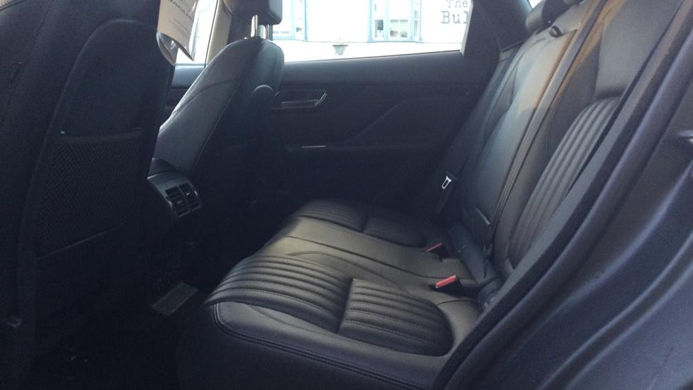 Jaguar F-PACE 2.0 Portfolio 5dr AWD image 4