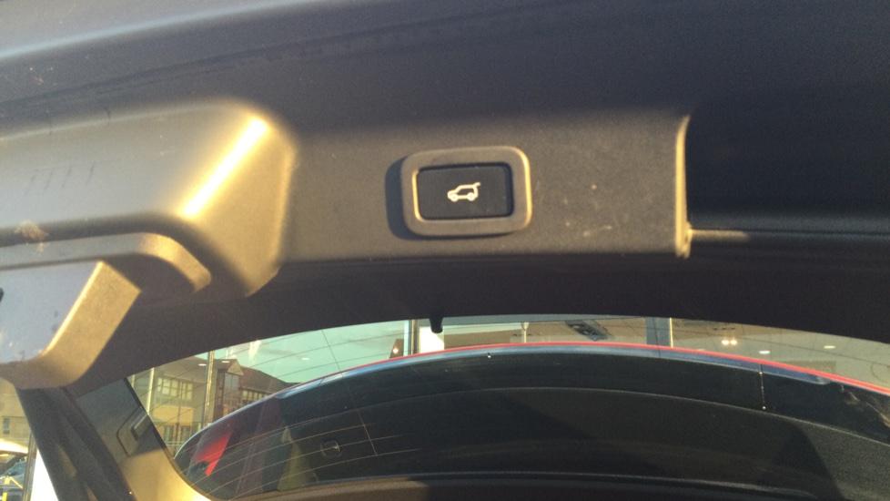Jaguar F-PACE 2.0 Portfolio 5dr AWD image 19