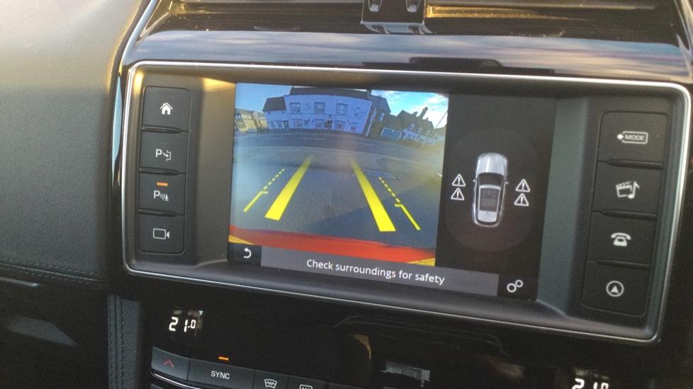 Jaguar F-PACE 2.0 Portfolio 5dr AWD image 27