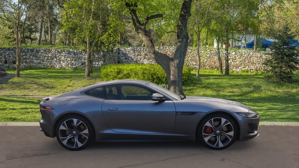Jaguar F-TYPE 5.0 P450 S/C V8 First Edition 2dr AWD with Pan Roof image 5