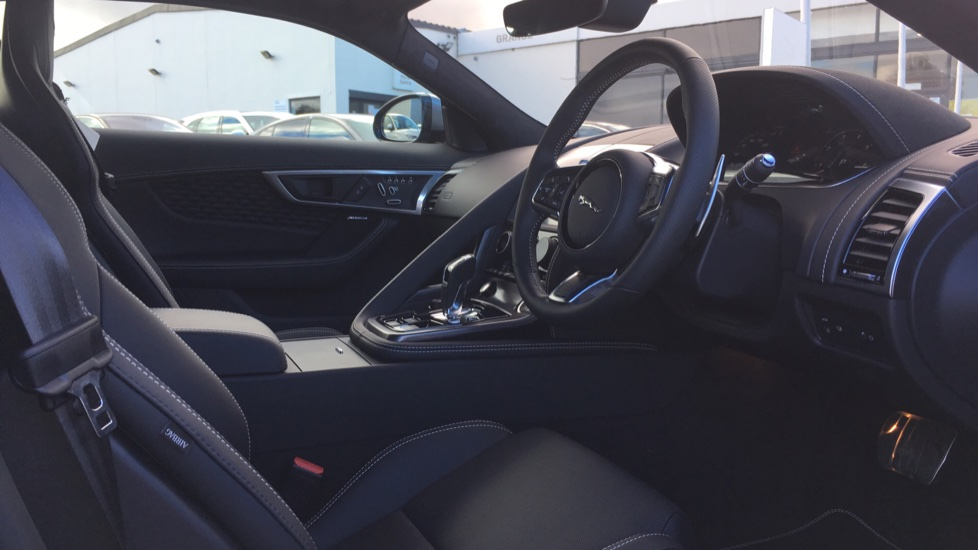 Jaguar F-TYPE 5.0 P450 S/C V8 First Edition 2dr AWD with Pan Roof image 9