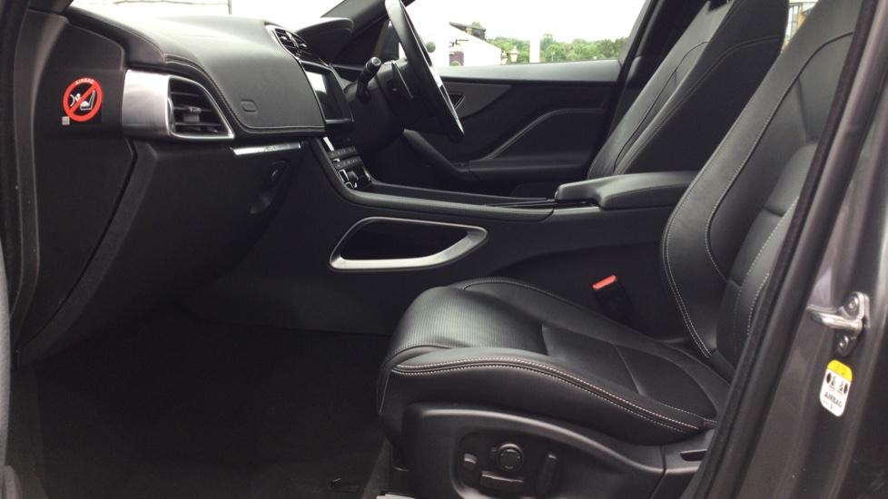 Jaguar F-PACE 3.0d V6 S 5dr AWD - Panoramic Sunroof - BSM image 3