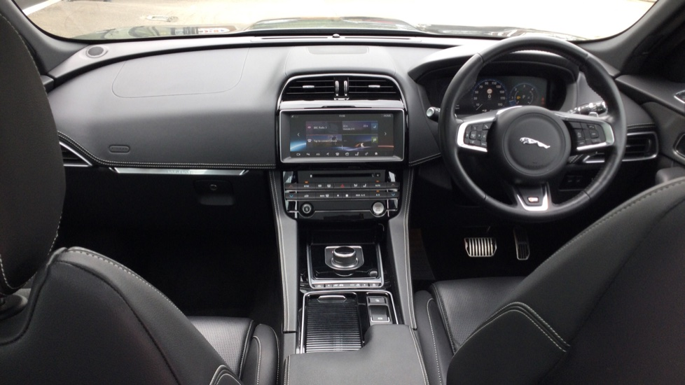 Jaguar F-PACE 3.0d V6 S 5dr AWD - Panoramic Sunroof - BSM image 9