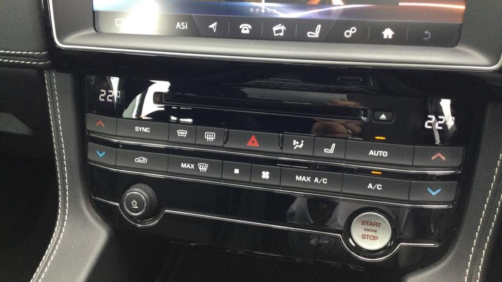 Jaguar F-PACE 3.0d V6 S 5dr AWD - Panoramic Sunroof - BSM image 22
