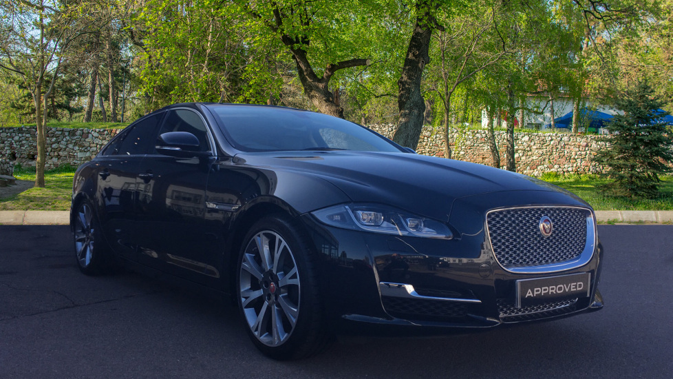 Jaguar XJ 3.0d V6 Portfolio Ex Director Car Diesel Automatic 4 door Saloon (2017)