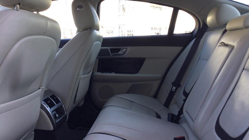 Jaguar XF 3.0d V6 Portfolio [Start Stop] image 4