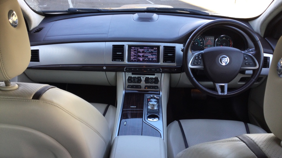 Jaguar XF 3.0d V6 Portfolio [Start Stop] image 9