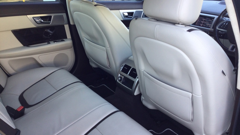 Jaguar XF 3.0d V6 Portfolio [Start Stop] image 14
