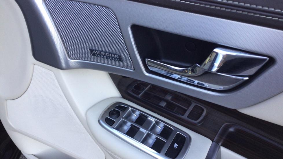 Jaguar XF 3.0d V6 Portfolio [Start Stop] image 15