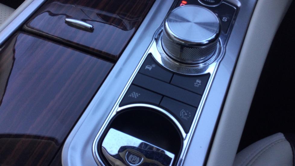 Jaguar XF 3.0d V6 Portfolio [Start Stop] image 19