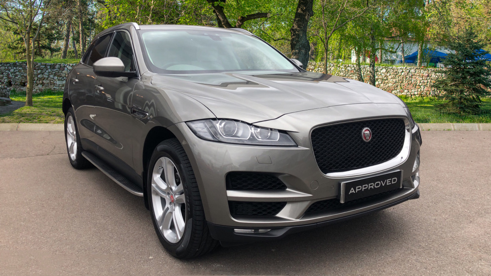 Jaguar F-PACE 2.0 Portfolio 5dr AWD Automatic 4 door Estate (2020) image