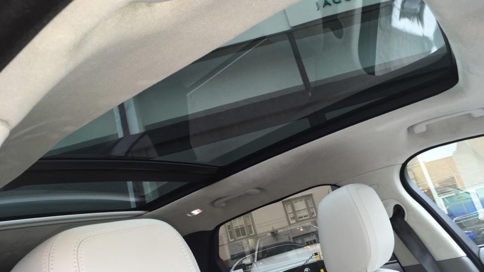 Jaguar F-PACE 2.0 Portfolio 5dr AWD  image 14