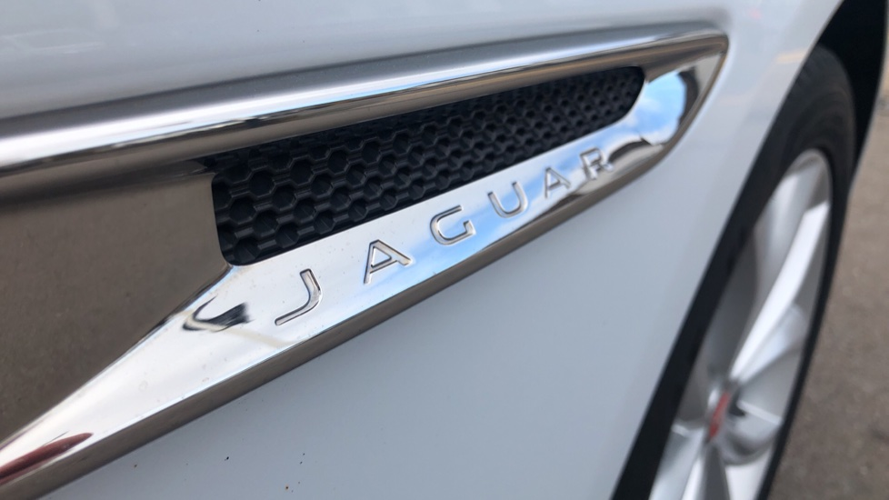 Jaguar XF 2.0d [180] Prestige with InControl image 11