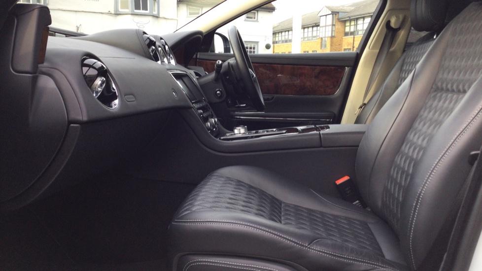 Jaguar XJ 3.0d V6 Autobiography [LWB] image 3