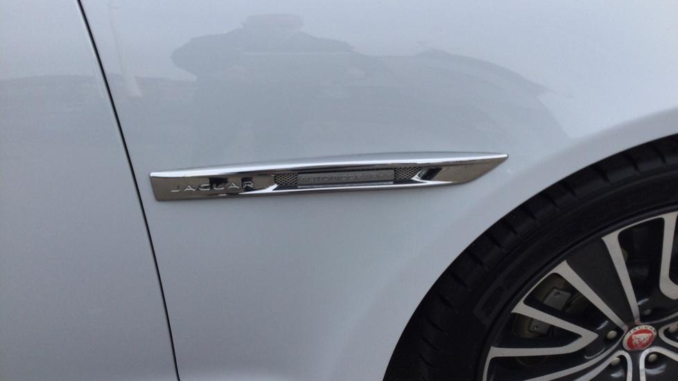 Jaguar XJ 3.0d V6 Autobiography [LWB] image 14