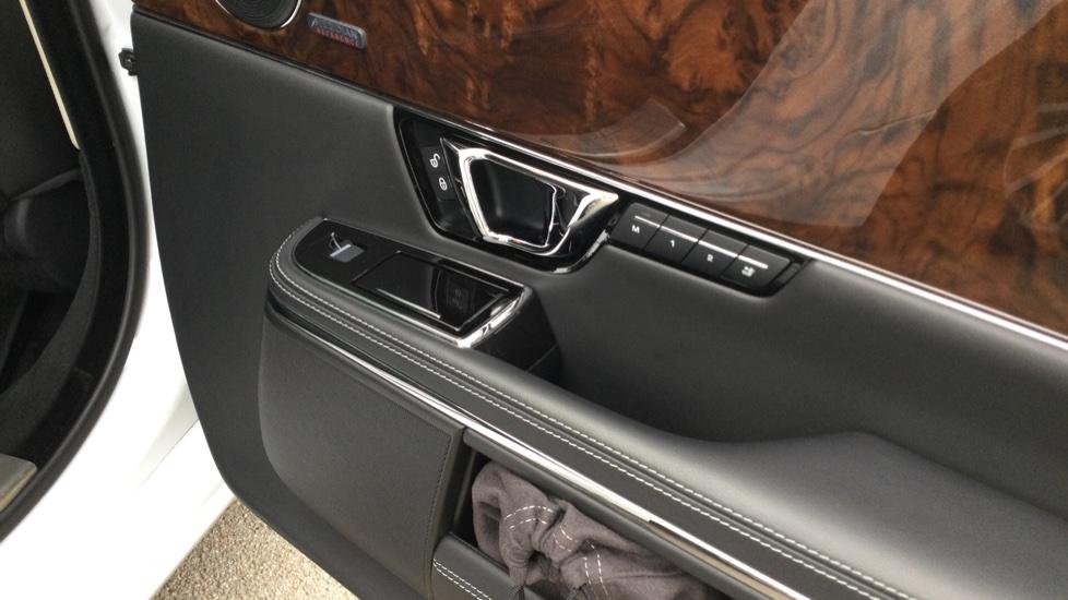 Jaguar XJ 3.0d V6 Autobiography [LWB] image 16