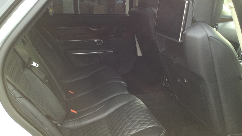Jaguar XJ 3.0d V6 Autobiography [LWB] image 17