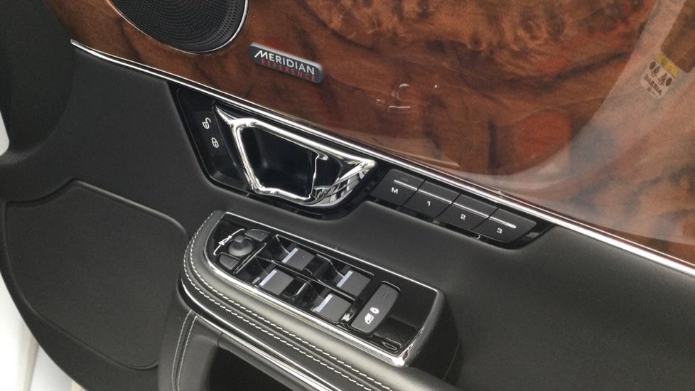 Jaguar XJ 3.0d V6 Autobiography [LWB] image 20