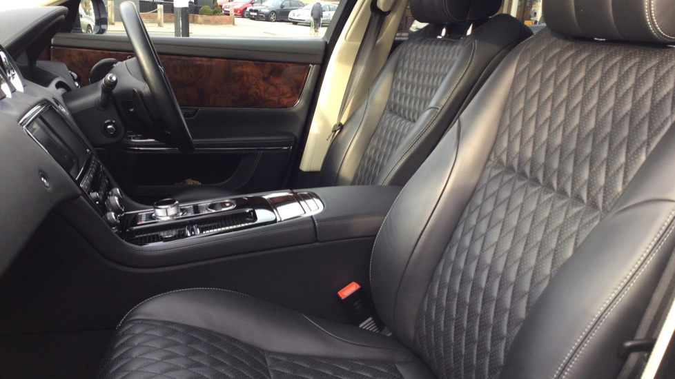 Jaguar XJ 3.0d V6 Autobiography [LWB] image 27