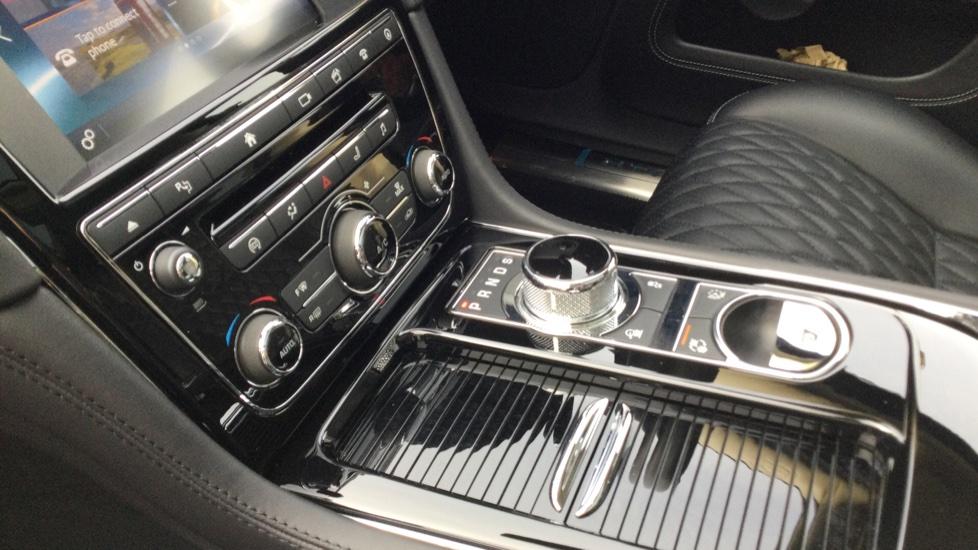 Jaguar XJ 3.0d V6 Autobiography [LWB] image 28