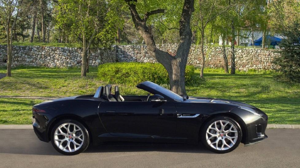 Jaguar F-TYPE 3.0 Supercharged V6 R-Dynamic - Only 140 Miles - image 5