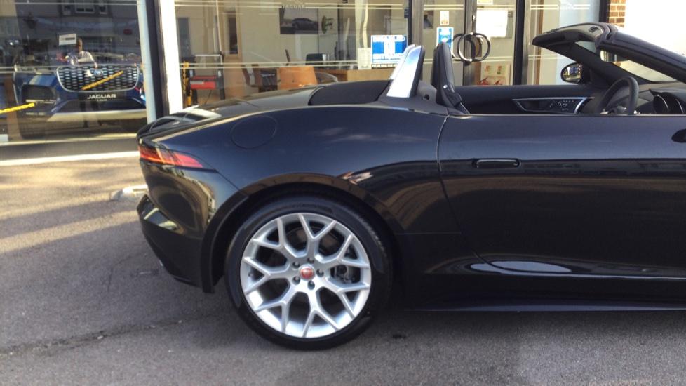 Jaguar F-TYPE 3.0 Supercharged V6 R-Dynamic - Only 140 Miles - image 10