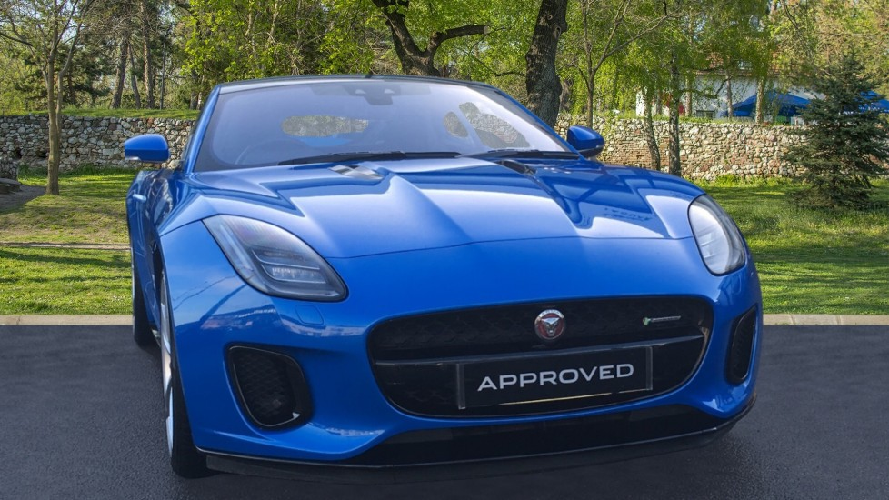 Jaguar F-TYPE 2.0 R-Dynamic 2dr Low Miles Pan Roof Automatic 3 door Coupe (2019)