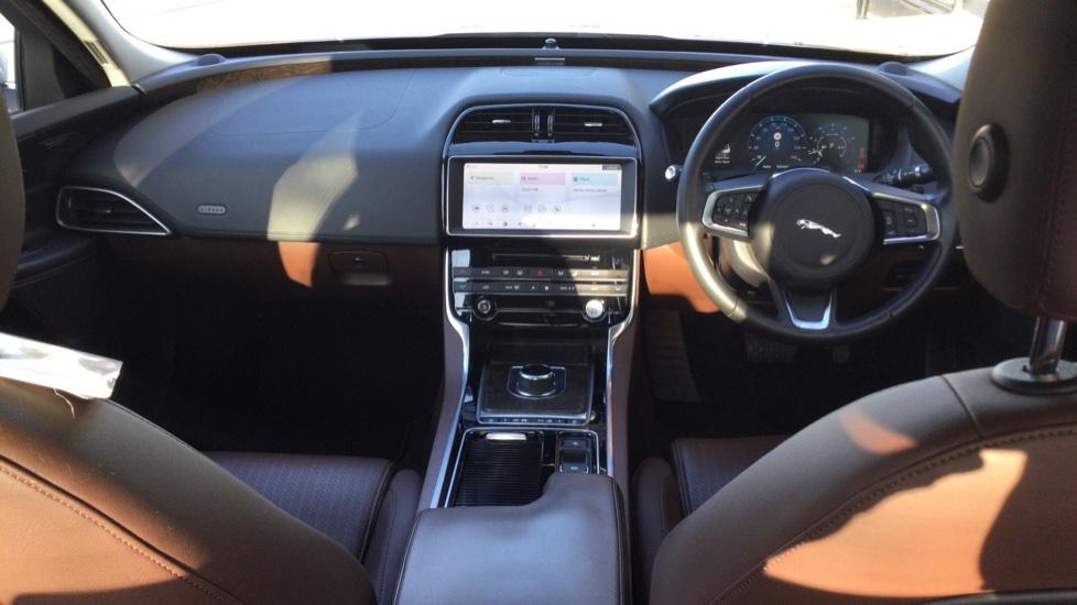 Jaguar XE 2.0 Ingenium Portfolio High Spec image 9