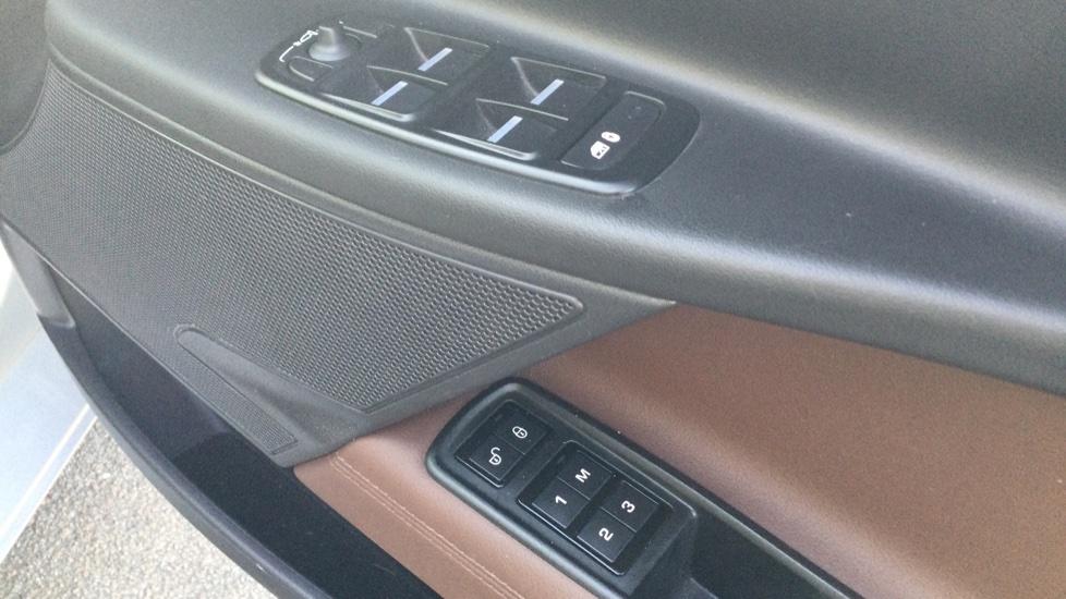 Jaguar XE 2.0 Ingenium Portfolio High Spec image 16