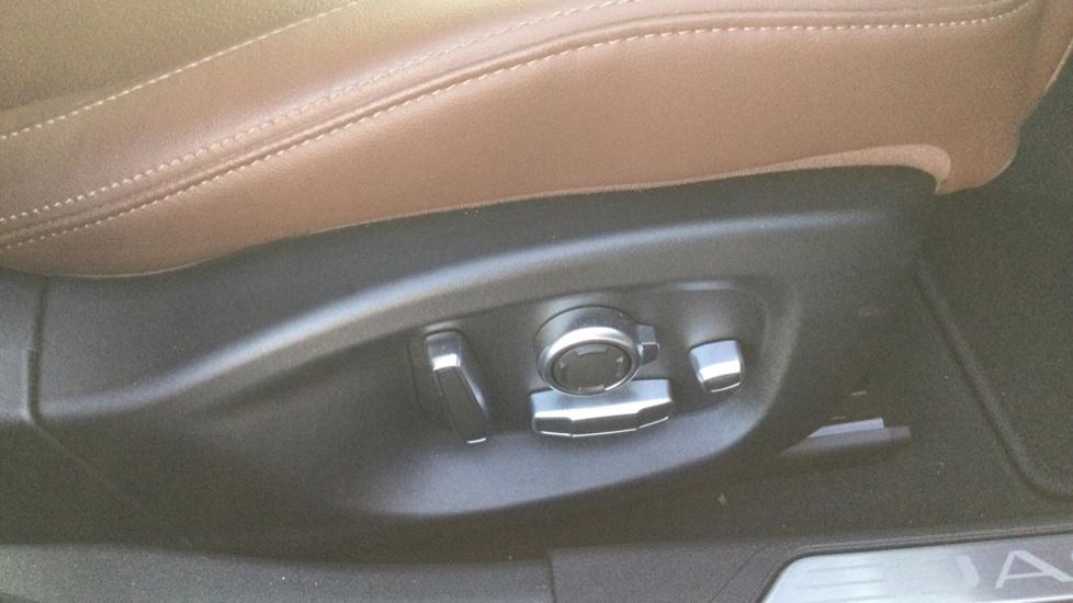 Jaguar XE 2.0 Ingenium Portfolio High Spec image 17