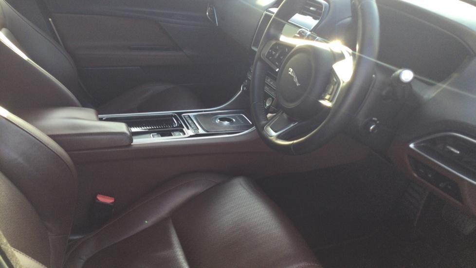 Jaguar XE 2.0 Ingenium Portfolio High Spec image 18