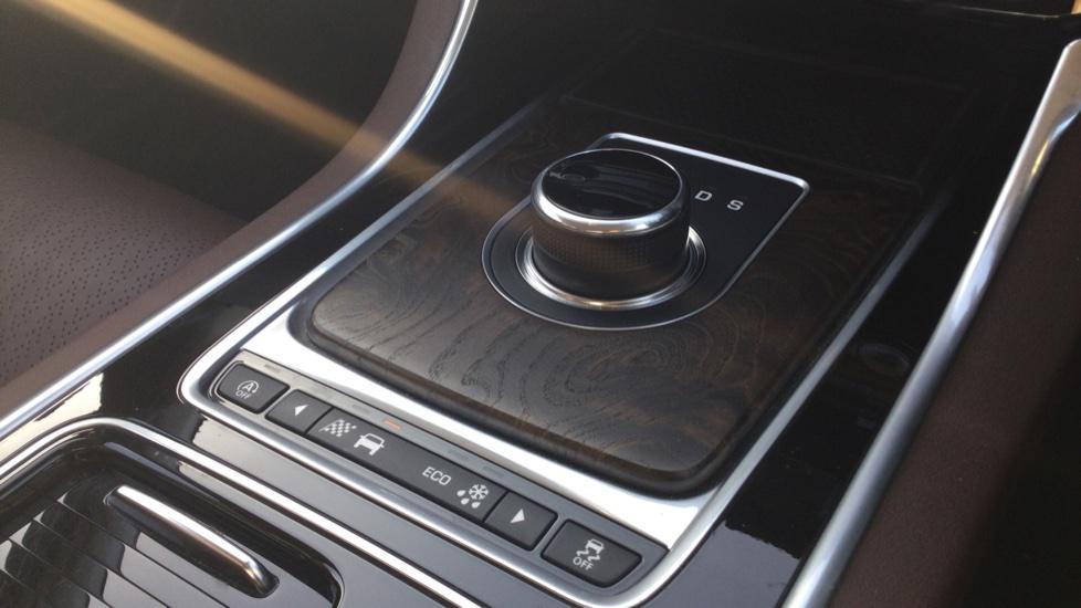 Jaguar XE 2.0 Ingenium Portfolio High Spec image 23