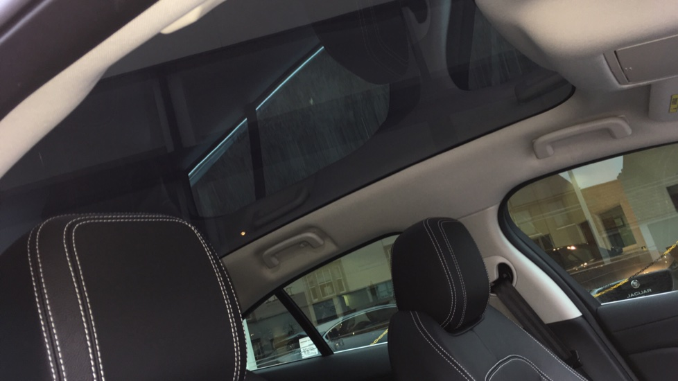 Jaguar I-PACE 294kW EV400 SE 90kWh Low Miles Panoramic Sunroof image 15