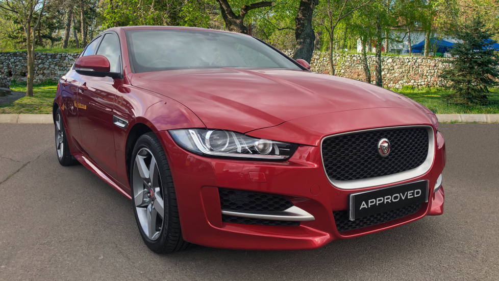 Jaguar XE R-SPORT 2.0 Diesel Automatic 4 door Saloon (2017)