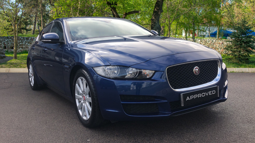 Jaguar XE 2.0 SE Low Mileage Sliding Pan Roof Automatic 4 door Saloon (2016)