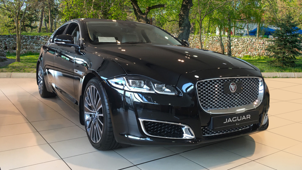 Jaguar XJ Autobiography LWB Save £26,461!! 3.0 Diesel 4 door Saloon (2019) image